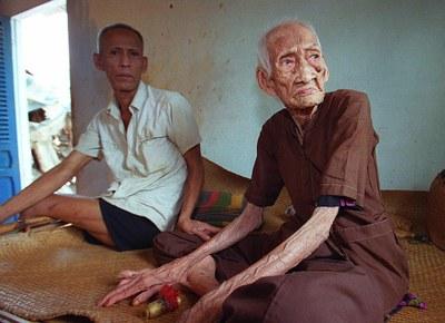 Ảnh minh họa: Người cao tuổi tại Sài Gòn, ảnh chụp trước đây.