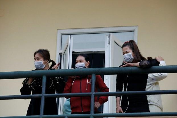 Hình minh hoạ. Hình chụp hôm 20/2/2020: Những người từ Trung Quốc về nước trong một khu cách ly ở tỉnh Lạng Sơn