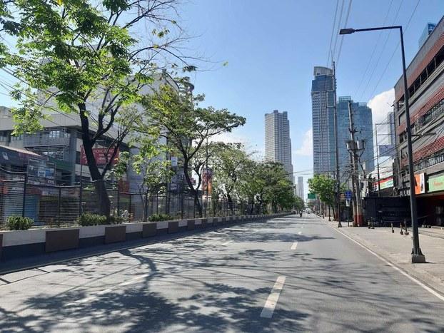 Đường phố ở Philippines vắng vẻ vì dịch bệnh COVID-19