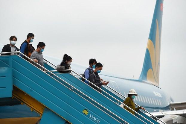 Người dân trở về từ Đài Loan hôm 3/3/2020 đến sân bay Nội Bài, Hà Nội.