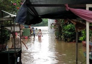 Lũ lụt nghiêm trọng Campuchia hủy bỏ nhiều lễ hội . RFA file