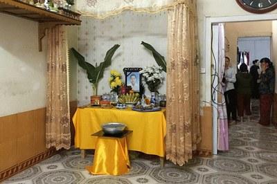 Hinh minh họa. Bàn thờ cô Phạm Thị Trà My (26 tuổi) tại nhà riêng ở huyện Can Lộc, tỉnh Hà Tĩnh hôm 26/10/2019