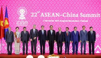 Hình minh hoạ. Lãnh đạo các nước ASEAN và Trung Quốc chụp hình chung tại Thượng đỉnh ASEAN - Trung Quốc ở Bangkok, Thái Lan hôm 3/11/2019