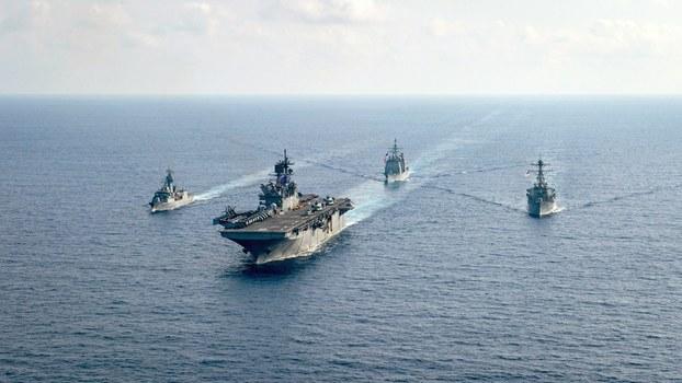 Tàu chiến của Hải quân Hoàng gia Úc và tàu chiến của Hải quân Hoa Kỳ  ở Biển Đông hôm 18/4/2020