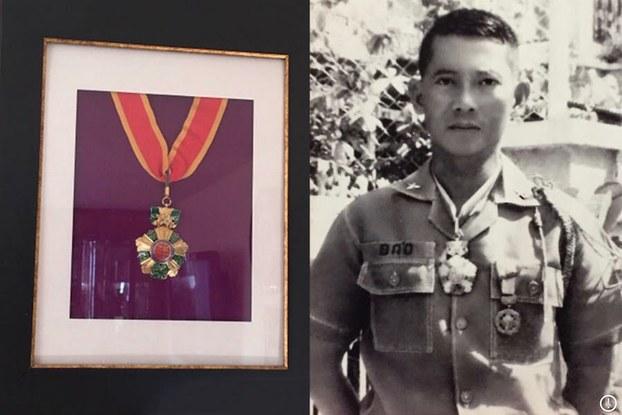 Di ảnh Tướng Lê Minh Đảo với Bảo quốc Huân chương.