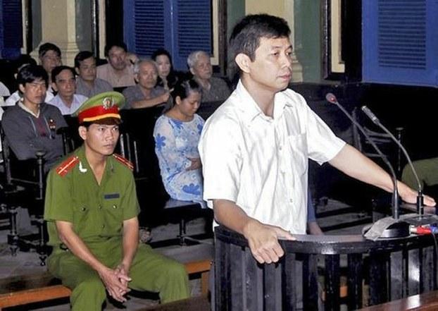 Tù nhân lương tâm Trần Huỳnh Duy Thức trước tòa ngày 20/01/2010