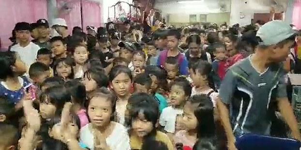 Hơn 200 em thiếu nhi người Thượng ở Thái Lan được tổ chức MAP lì xì nhân dịp Tết Canh Tý.