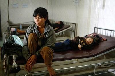 Một phụ nữ người Thượng Tây Nguyên Việt Nam trốn chạy và đang hồi phục trong một bệnh viện ở miền Đông Nam Campuchia hôm 21/7/2004.