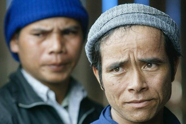 Những người Thượng Tây Nguyên bỏ trốn từ Việt Nam sang Campuchia tìm quy chế tỵ nạn hôm 22/7/2004.