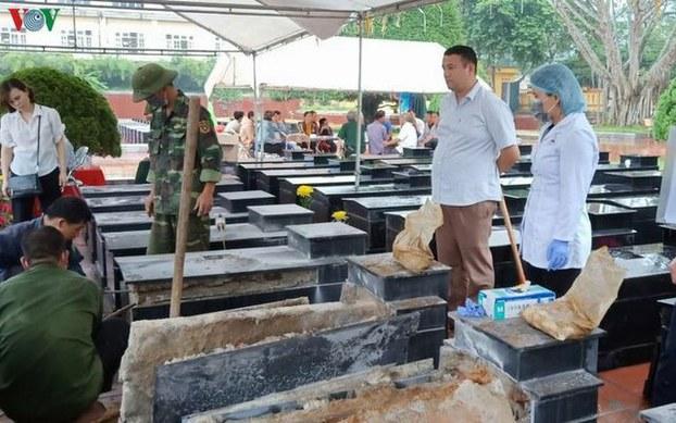 Bên dưới 13 ngôi mộ liệt sĩ ở Bắc Kạn chỉ toàn đất với đá khi được khai quật để giám định ADN.