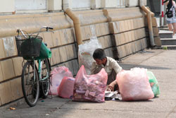 Người lao động nghèo tại TPHCM, ảnh chụp năm 2011. RFA PHOTO.