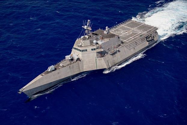 Ảnh minh họa. Tàu tác chiến cận bờ USS Gabrielle Giffords của Hải quân Mỹ tuần tra ở Biển Đông, ngày 16/6/2020.