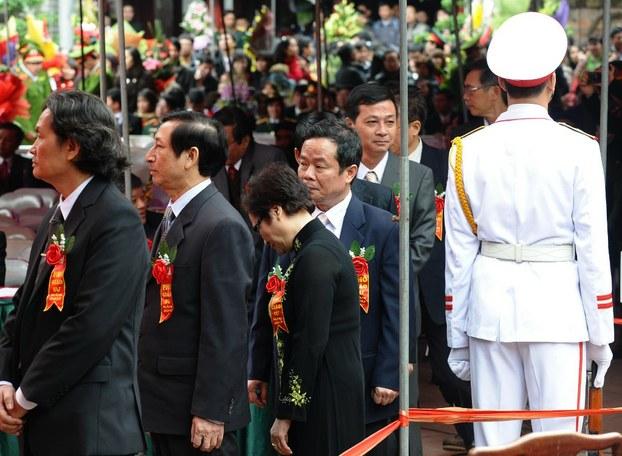 Buổi lễ cấp bằng giáo sư và phó giáo sư tổ chức tại Văn Miếu, Hà Nội ngày 24 tháng 12 năm 2012. Ảnh minh họa.