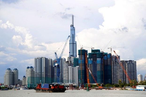 Các tòa nhà cao tầng nhìn từ phía sông Sài Gòn