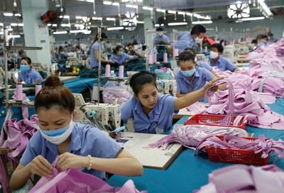 Công nhân xí nghiệp may Thành Công tại Thành phố Hồ Chí Minh đang làm việc hôm 9/7/2019