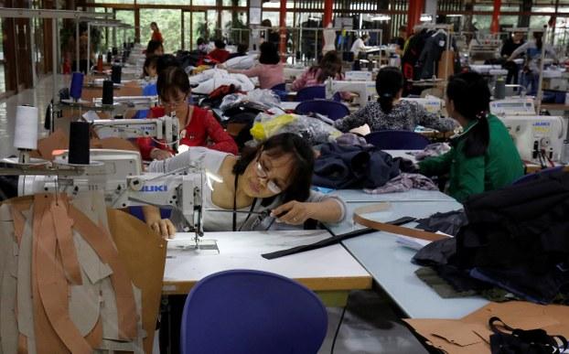 Lao động làm việc tại nhà máy xuất khẩu hàng may mặc Maxport tại Hà Nội, Việt Nam ngày 20 tháng 3 năm 2019.