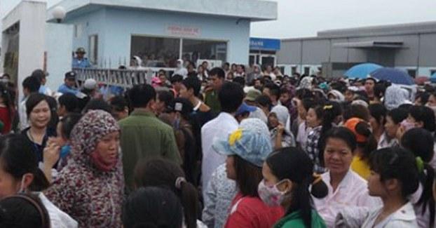 Hàng trăm công nhân Công ty TNHH may Vạn Hà, Thanh Hóa liên tiếp đình công trong tháng 04/17 để đòi quyền lợi.