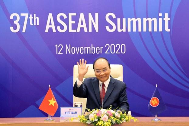 Thủ tướng Chính phủ Việt Nam Nguyễn Xuân Phúc tại phiên khai mạc Hội nghị Cấp cao ASEAN lần thứ 37 tại Hà Nội, ngày 12 tháng 11 năm 2020.