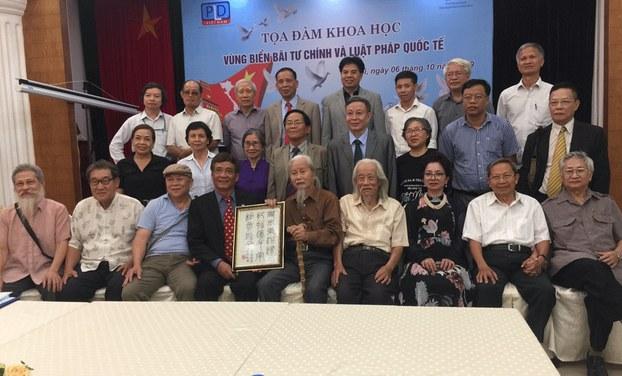 Nhân sĩ trí thức Việt Nam kêu gọi kiện Trung Quốc ra tòa quốc tế tại Tọa đàm khoa học Vùng biển Bãi Tư Chính và Luật Pháp Quốc tế, ở Hà Nội hôm 06/10/19.