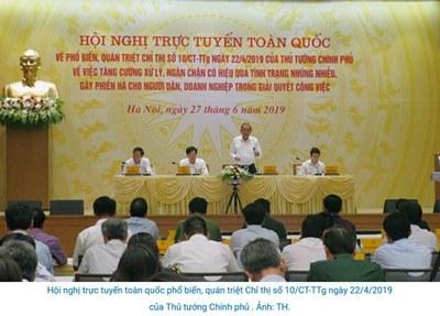 """Ảnh minh họa. Phó Thủ tướng Thường trực Chính phủ Trương Hòa Bình (người đứng) yêu cầu tình trạng """"tham nhũng vặt"""" ở Việt Nam cần phải sớm chấm dứt, tại một hội nghị diễn ra ngày 27/6/2019."""