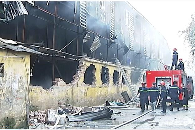 Hiện trường vụ cháy nhà máy Rạng Đông ở Hà Nội