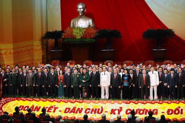 Hình minh họa. Các Ủy viên Ban chấp hành Trung ương Đảng chụp hình nhân lễ bế mạc Đại hội Đảng 12 ở Hà Nội hôm 28/1/2016