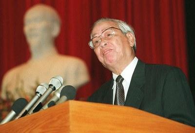 Hình minh họa. Cố Thủ tướng Võ Văn Kiệt trong một lần phát biểu về báo cáo kinh tế trước Quốc hội ở Hà Nội hôm 15/10/1996