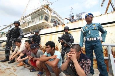 Hình minh hoạ. Hải quân Indonesia bắt giữ những ngư dân Trung Quốc ở Belawan, Bắc Sumatra hôm 23/4/2016