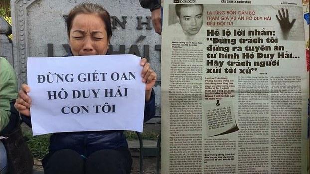 Hình minh hoạ. Mẹ tử tù Hồ Duy Hải - Bà Nguyễn Thị Loan (trái) kêu oan cho con, và bài báo về vụ án của tử tù Hồ Duy Hải