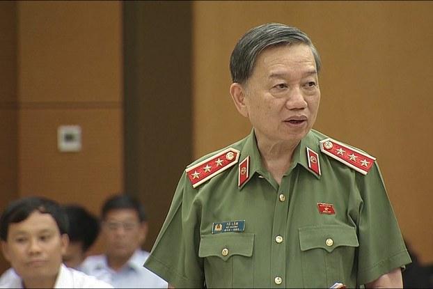 Bộ trưởng Công An Tô Lâm tại cuộc họp của Ủy ban Thường Vụ Quốc Hội ở Hà Nội hôm 13/8/2018