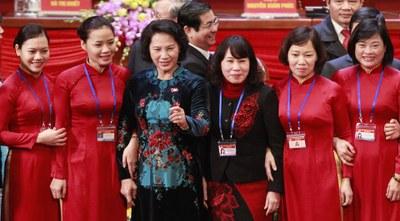 Hình minh hoạ. Chủ tịch Quốc hội Nguyễn Thị Kim Ngân (thứ ba từ trái sang) chụp hình cùng những người dự bế mạc đại hội 12 ở Hà Nội hôm 28/1/2016