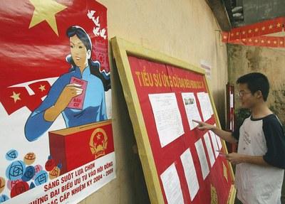 Hình minh họa. người dân bỏ phiếu tại một cuộc bầu cử HĐND ở Hà Nội hôm 25/4/2004
