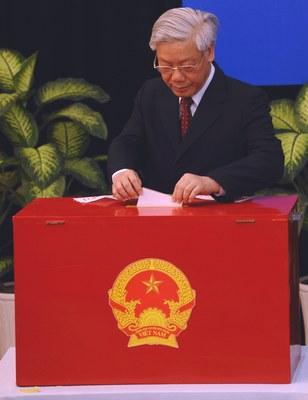 Hình minh họa. Tổng Bí thư Nguyễn Phú Trọng bỏ phiếu ở Hà Nội hôm 22/5/2011