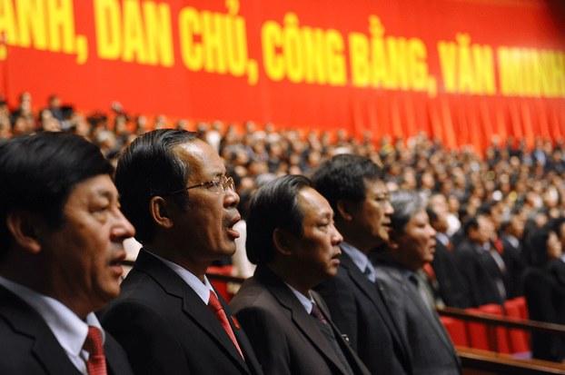 Hình minh họa. Đại biểu dự Đại hội Đảng ở Hà Nội đang hát tại lễ bế mạc hôm 28/1/2016