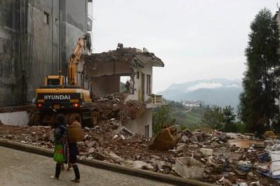 Hình minh họa. Hình chụp 1/10/2016: Một căn nhà bị phá để nhường chỗ cho một khách sạn ở Sapa