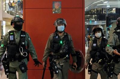 Hình minh hoạ. Biếm hoạ của hoạ sĩ Rebel Pepper về Chủ tịch Trung Quốc Tập Cận Bình và cảnh sát chống bạo động tại một cuộc biểu tình chống chính phủ ở Hong Kong hôm 26/4/2020