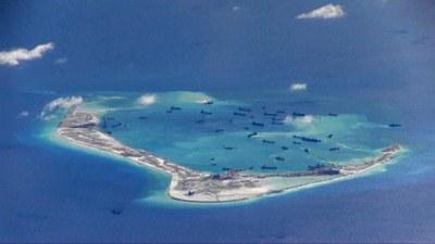 Hình minh hoạ. Tàu nạo vét của Trung Quốc ở Đá Vành Khăn, quần đảo Trường Sa. Hình chụp vệ tinh hôm 21/5/2015