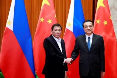 Hình minh hoạ. Tổng thống Philippines Rodrigo Duterte và Thủ tướng Trung Quốc Lý Khắc Cường tại Bắc Kinh hôm 30/8/2019