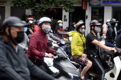 Hình minh hoạ. Người đi đường ở Hà Nội hôm 23/4/2020