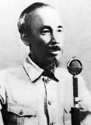 Hình minh hoạ. Chủ tịch Hồ Chí Minh đọc tuyên ngôn độc lập bằng chữ quốc ngữ ở Hà Nội hôm 2/9/1945