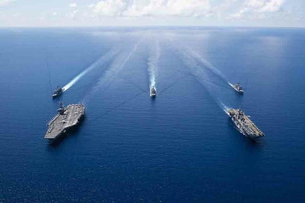 Hình minh hoạ. Hình của Hải quân Hoa Kỳ hôm 7/10/2019: Tàu sân bay USS Ronald Reagan và các tàu trong nhóm tàu tấn công Ronald Reagan ở Biển Đông