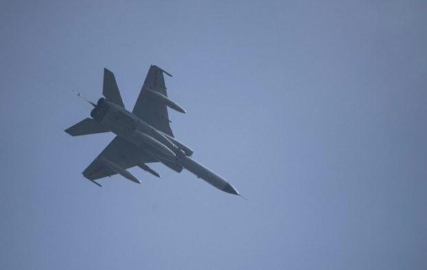 Hình minh hoạ. Máy bay ném bom JH-7 của Trung Quốc bay tại Hàng Châu hôm 5/2/2020