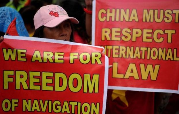 Ảnh minh họa: Biểu tình ở Manila ngày 25/2/2016 phản đối Trung Quốc bố trí tên lửa tại đảo Phú Lâm