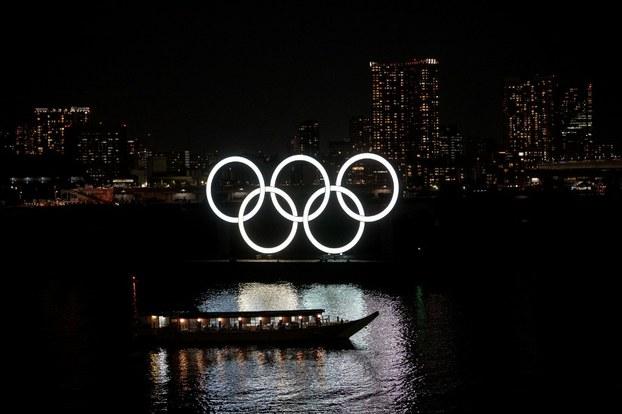 Những vòng tròn biểu tượng Olympic được nhìn thấy ở Tokyo hôm 23/3/2020.