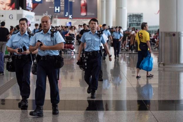 Cảnh sát Hong Kong làm nhiệm vụ tại Sân bay ngày 14/8/2019