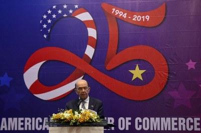 Hôm thượng tuần tháng 11 năm 2019, ông Wilbur Ross đã nhắc nhở Việt Nam rằng rủi ro cho Việt Nam là có thật nếu Việt Nam bán hàng của Tầu vào Mỹ.(Ảnh minh họa)