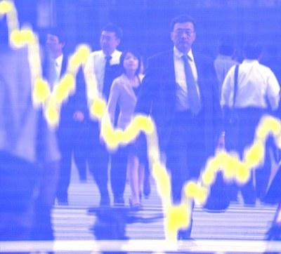 Ảnh minh họa: Gía cổ phiếu của Nhật giảm tại sàn gaio dịch chứng khoán vào tháng 9,2008.
