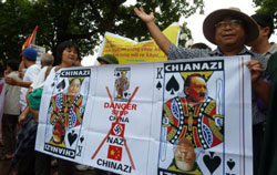 Người Việt biểu tình phản đối Trung Quốc tại Hà Nội hôm 21/8/2011. AFP photo