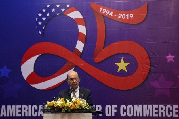 Hôm thượng tuần tháng 11 năm 2019, ông Wilbur Ross đã nhắc nhở Việt Nam rằng rủi ro cho Việt Nam là có thật nếu Việt Nam bán hàng của Tầu vào Mỹ.