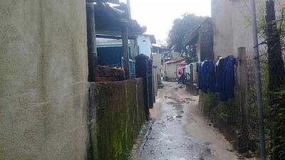 Gần 2000 hộ dân sống tạm bợ chờ ngày di dời